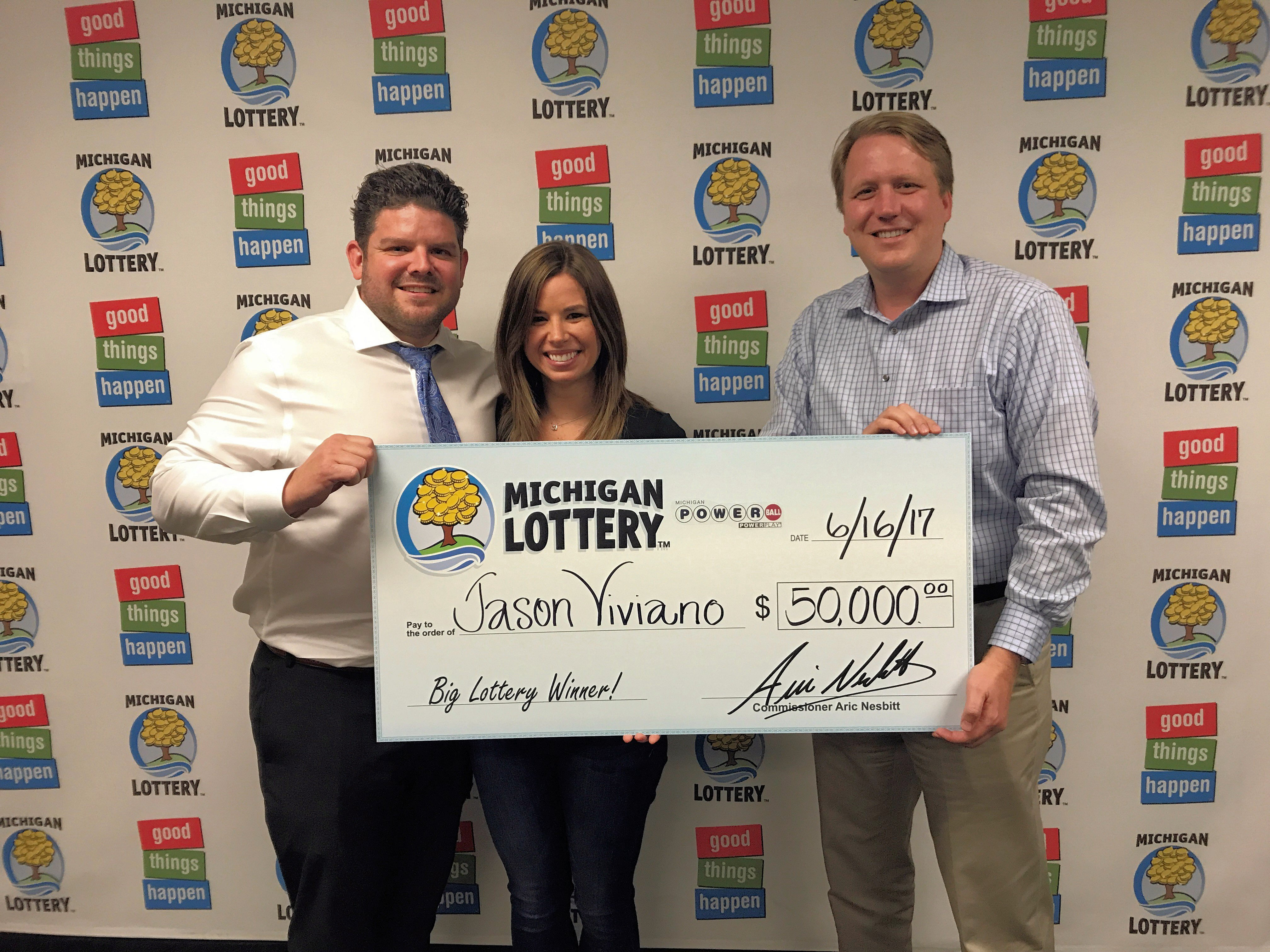 Macomb County Man Wins 50 000 Powerball Prize From The Michigan